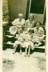 Philip, Bessie, Jean Smith & kids, Murwillumbah, 1956